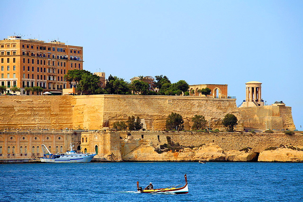 Malta, Valletta, Grand Harbour, city walls.