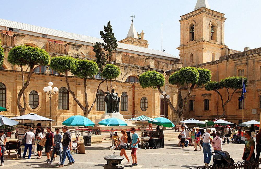 Malta, Valletta, St John's Co-Cathedral, Republic Street, people.