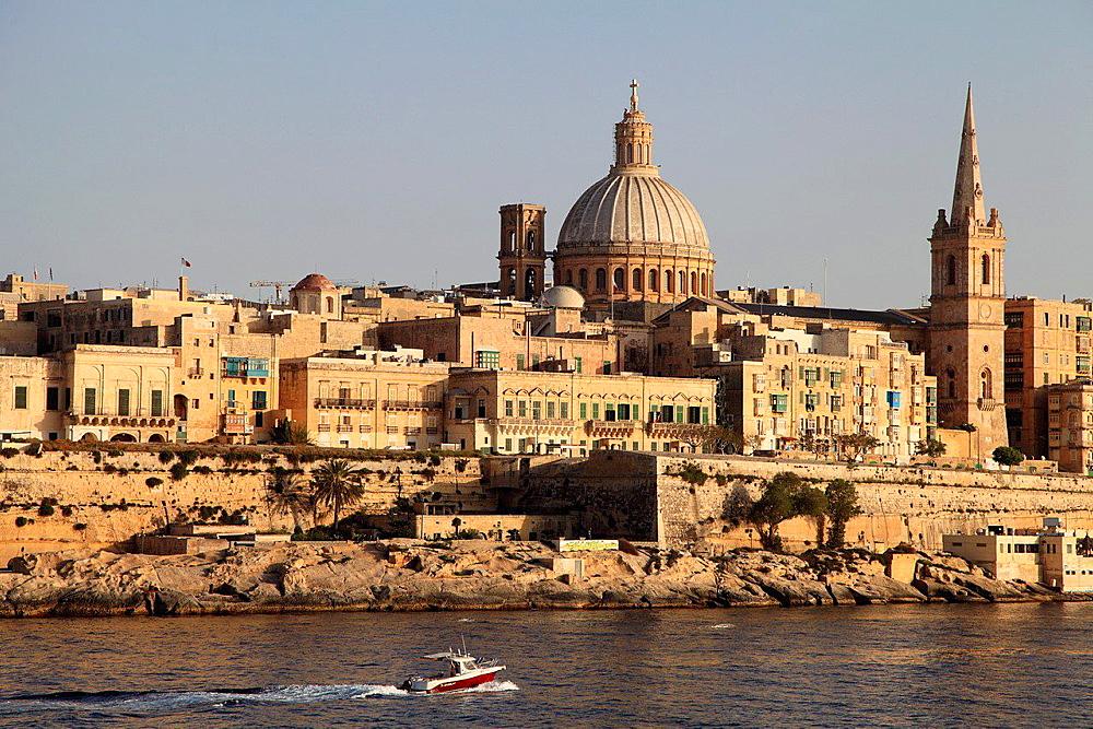 Malta, Valletta, Marsamxett Harbour, skyline.