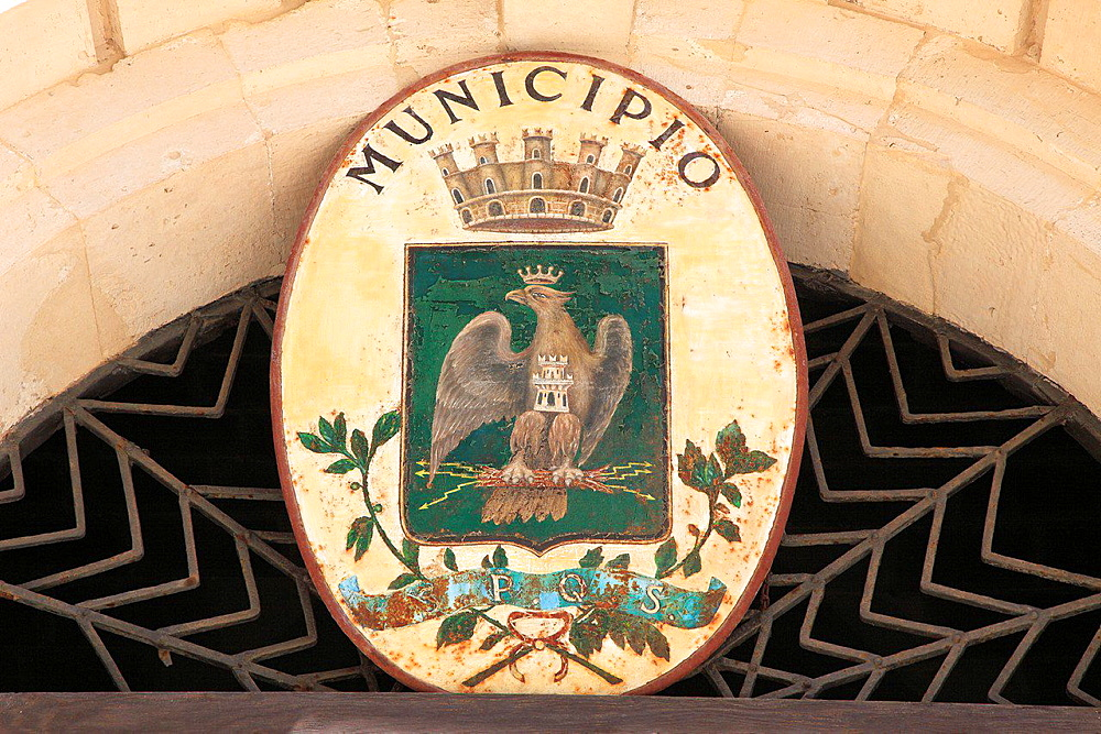Italy, Sicily, Siracusa, Piazza del Duomo, Palazzo Municipale, Town Hall, coat of arms.
