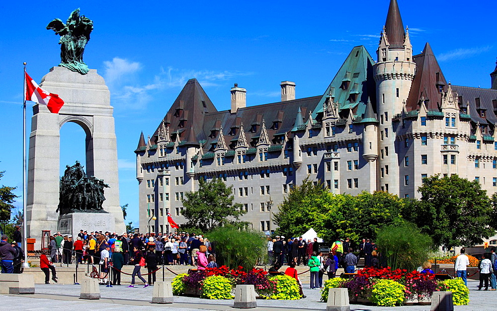 Canada, Ontario, Ottawa, National War Memorial, Chateau Laurier Hotel,.