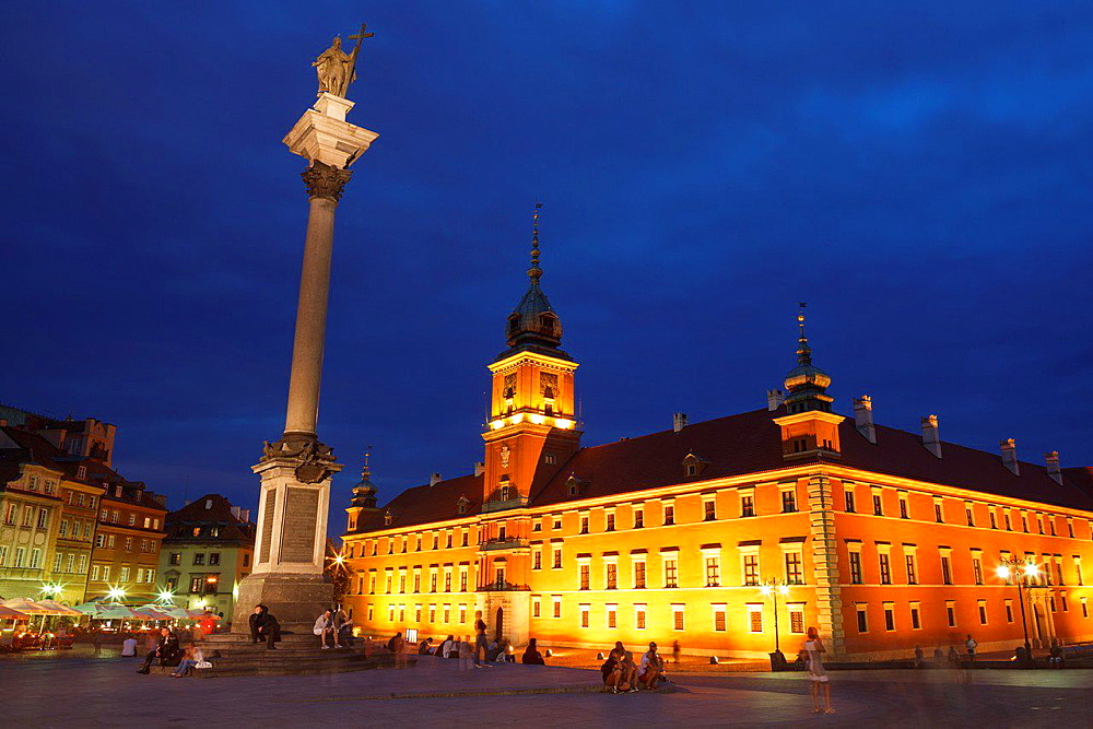 The Royal Castle and the Sigismund III Vasa Column at dusk. Stare Miasto. UNESCO World Heritage Site. Warsaw. Poland.