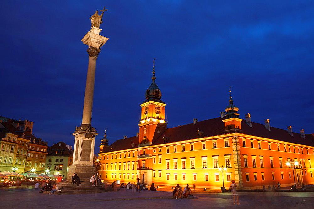 The Royal Castle and the Sigismund III Vasa Column at dusk. Stare Miasto. UNESCO World Heritage Site. Warsaw. Poland.