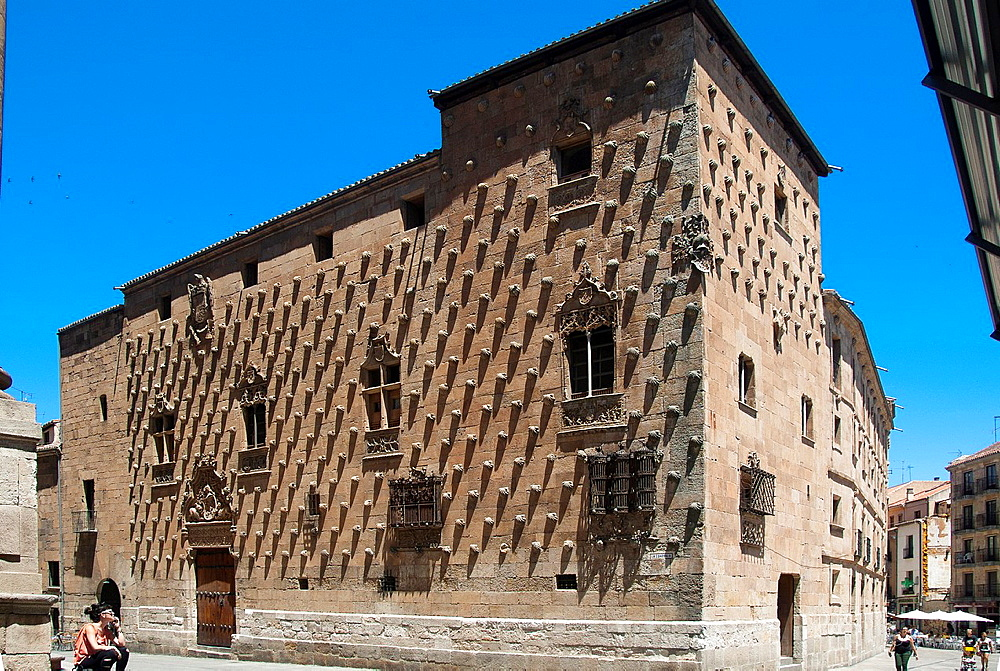 Casa de las Conchas (15th-16th century) mixing late Gothic and Plateresque style, decorated with more than 300 shells, symbol of the order of Santiago, Salamanca, Castilla-Leon, Spain