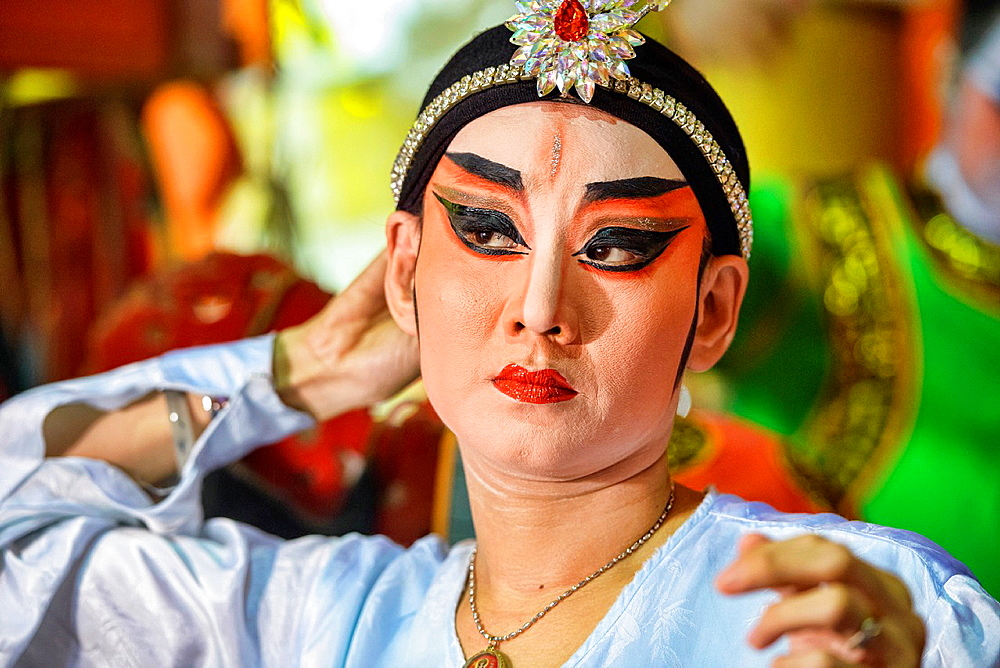 Chinese opera performer prepares for a performance at the Vegetarian Festival in Bangkok, Thailand. - 817-465722