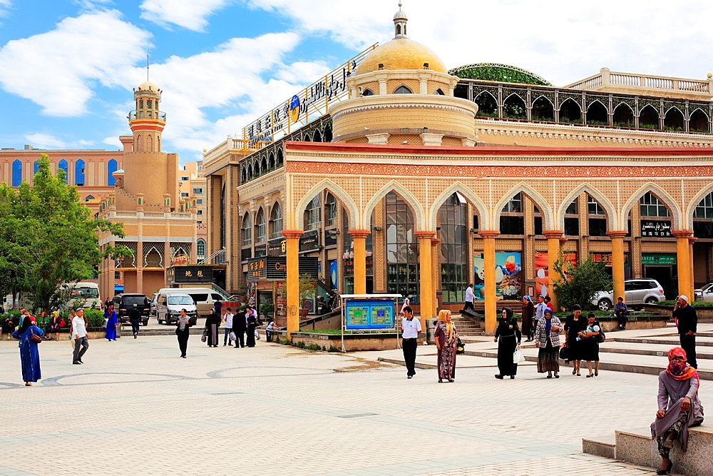 Square near Id Kah Mosque, Kashgar (Kashi), Kashgar Prefecture, Xinjiang Uyghur Autonomous Region, China.