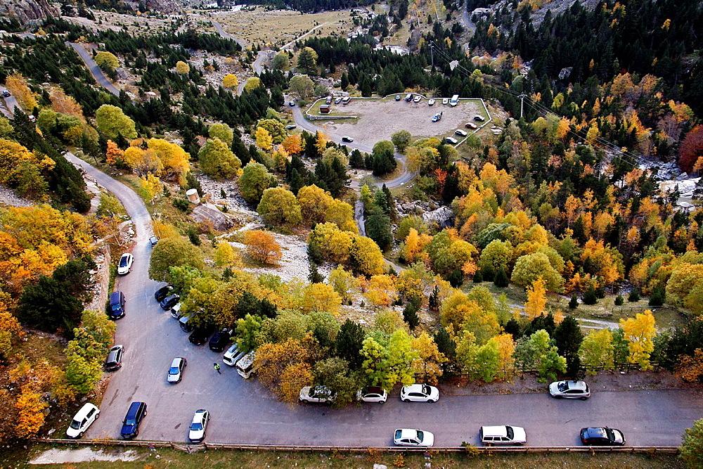 Parking, Panta de Cavallers reservoir, Vall de Boi, Pyrenees, Catalonia, Spain