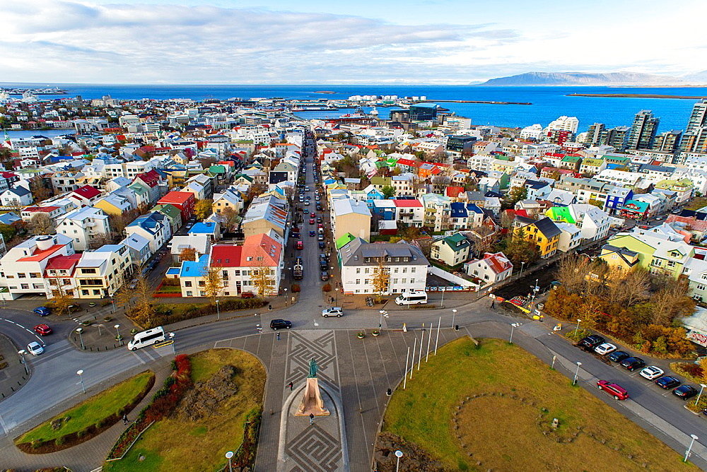 Aerieal views of Reykjavik city centre from Hallgrimskirkja Cathedral tower view point, Reykjavik, Iceland. - 817-468411
