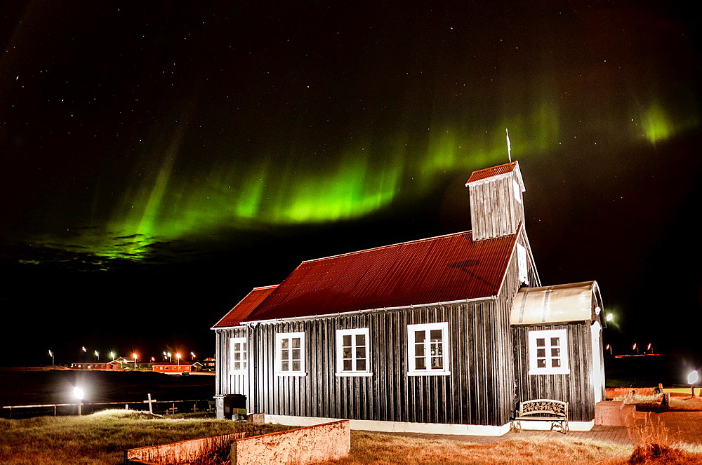 Northern lights in Reyjanesta harbour, Iceland. - 817-468431