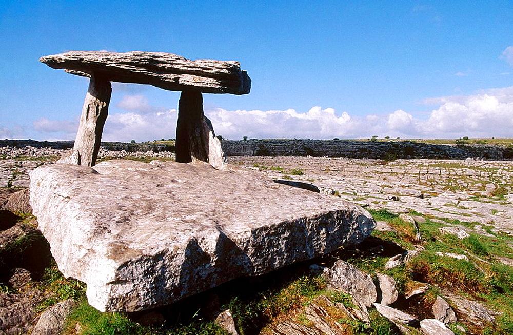 Ireland, Co, Clare, Burren region, Poulnabrone dolmen, Dolmen Poulnabrone