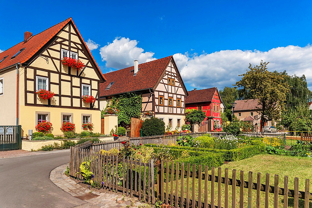 The village center of Altzitzschewig with the Zweiseithof Altzitzschewig 7 left and the Dreiseithof Altzitzschewig 8. Zitzschewig is a district of Radebeul near Dresden, administrative district Meissen, Saxony, Germany, Europe.