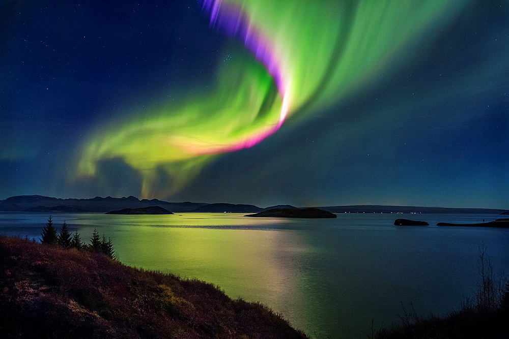Northern Lights over Thingvallavatn or Lake Thingvellir. Thingvellir National Park. Iceland. The park is a UNESCO World Heritage site. - 817-469489