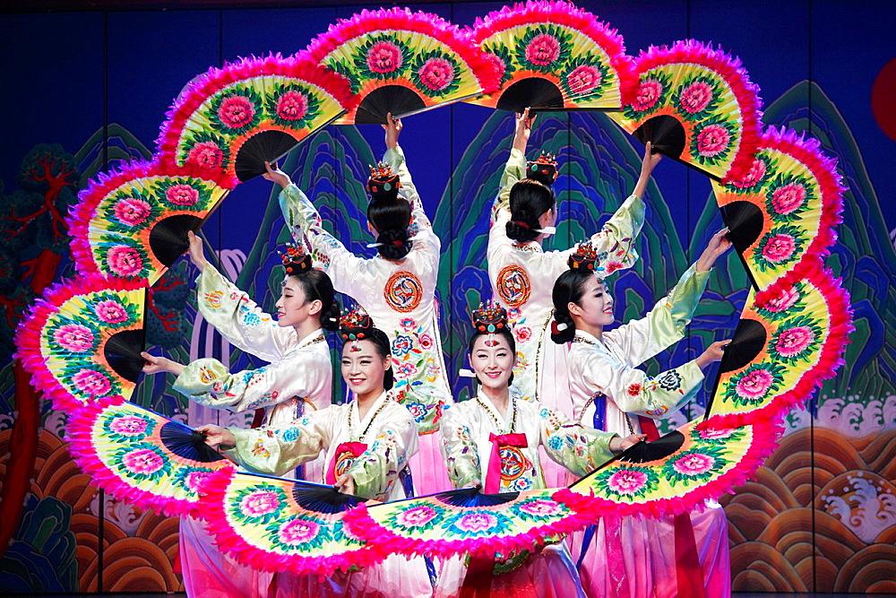 South Korea, Seoul, Korea House, Korean fan dance,.