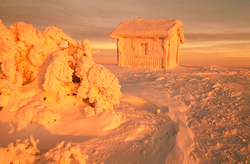 Icy hut in Laplad, Finland - 817-46981