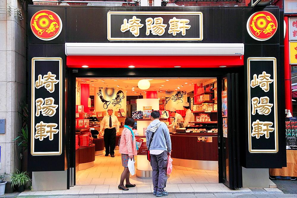 Japan, Yokohama, Chinatown, pastry shop, street scene,.