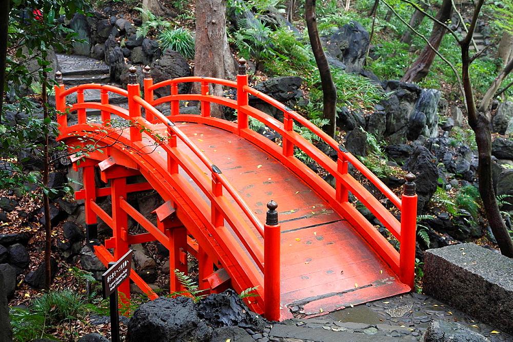 Japan, Tokyo, Koishikawa Korakuen Gardens, bridge,.