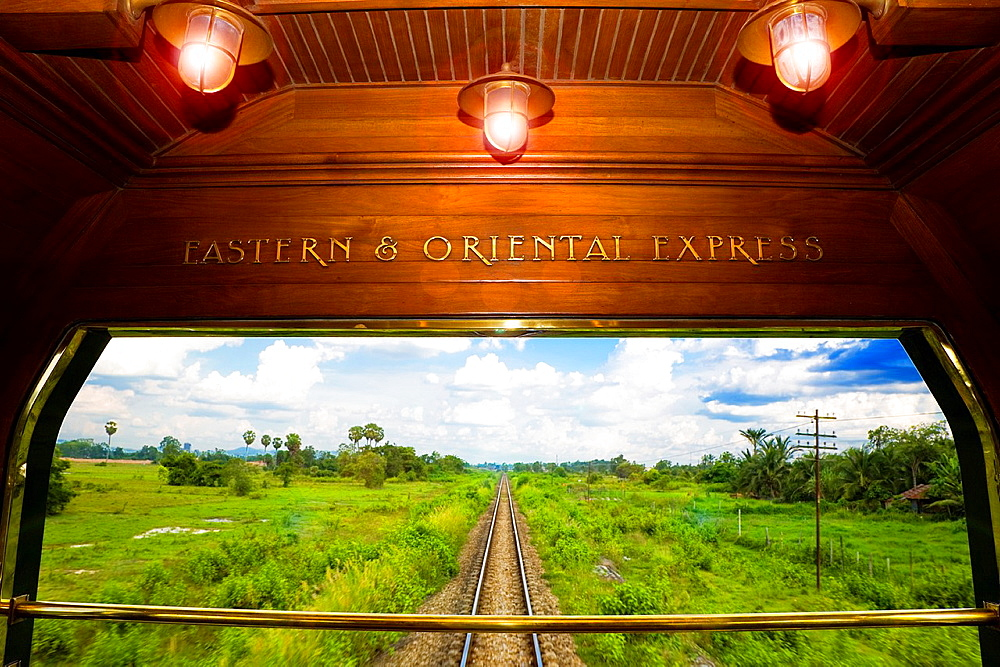eastern and oriental express train. - 817-470411