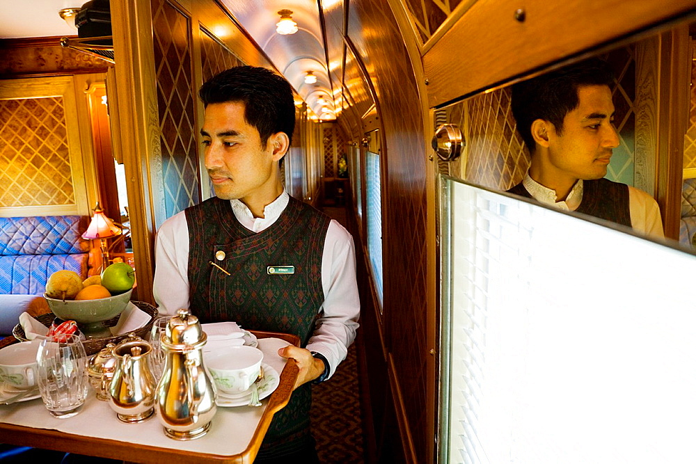 eastern and oriental express train. - 817-470431