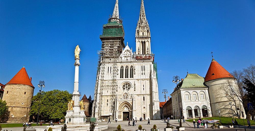cathedral square. zagreb. - 817-470573
