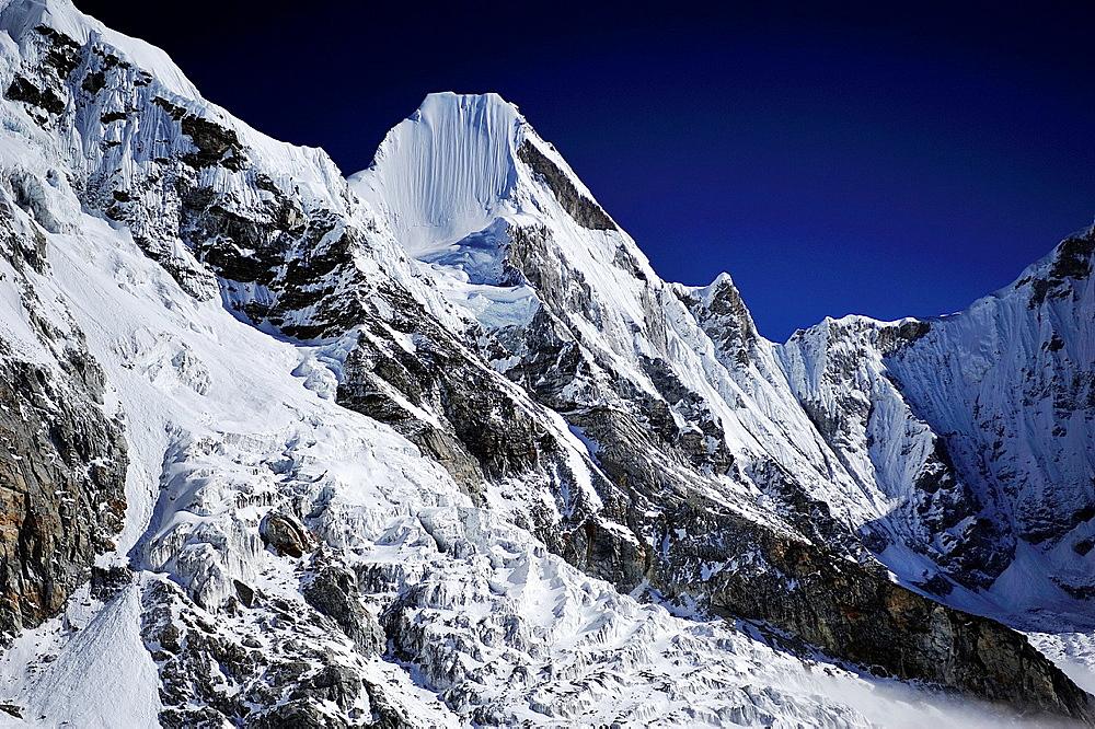 Lingtren Peak 6749m, Sagarmatha National Park, the Himalaya range, Khumbu area, Solukhumbu District, Sagarmatha Zone, Nepal