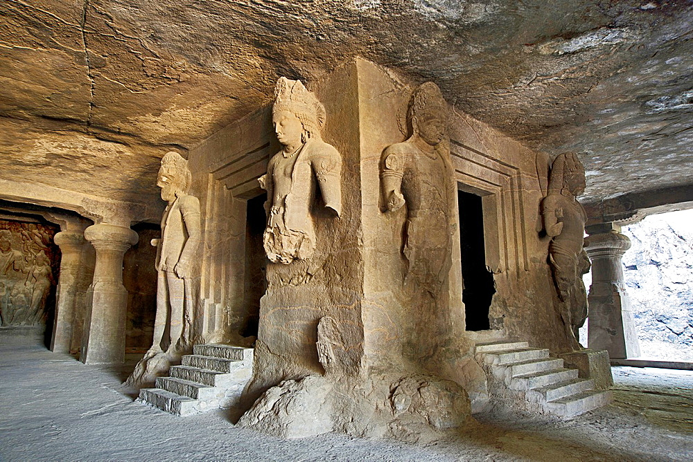 Cave 1 : Elephanta Caves. The Great Cave. Linga shrine with guardian figures on all the sides. Circa 550 A.D. Maharashtra, India.