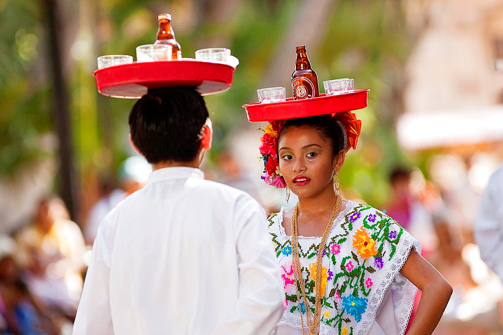 Young mexican dancers on the weekly sunday morning show, Merida, Yucatan, Mexico. - 817-471767