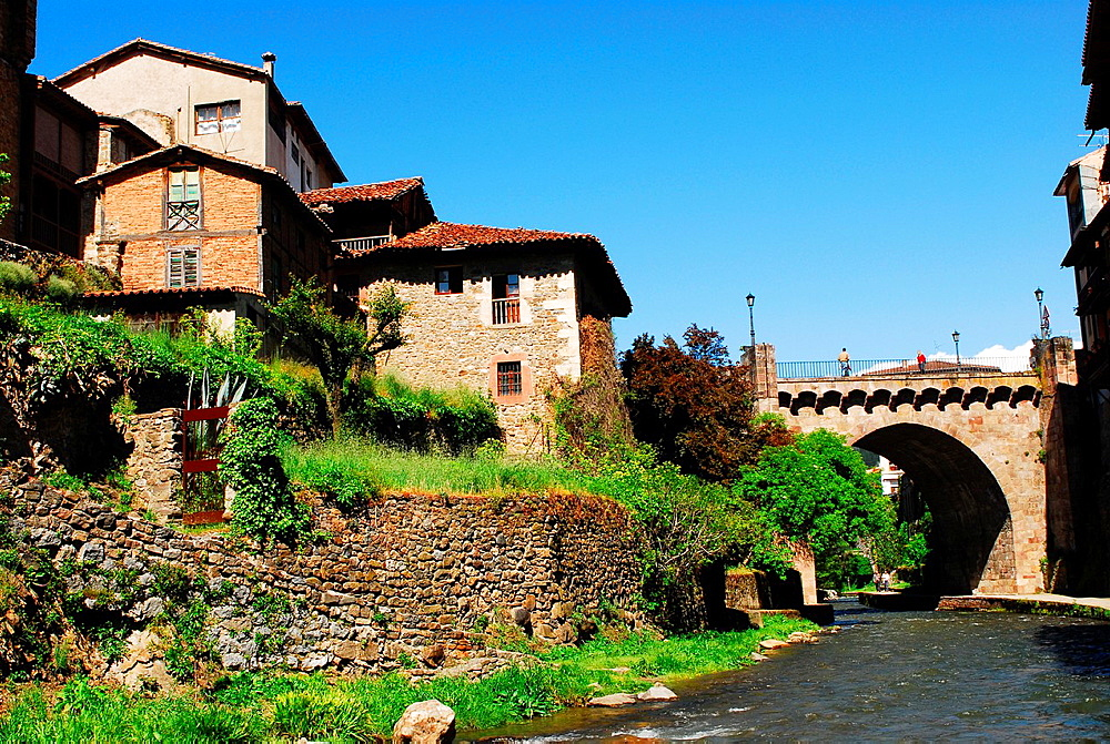 River and houses in Potes, Picos de Europa Range, Region of Cantabria, Spain - 817-472211