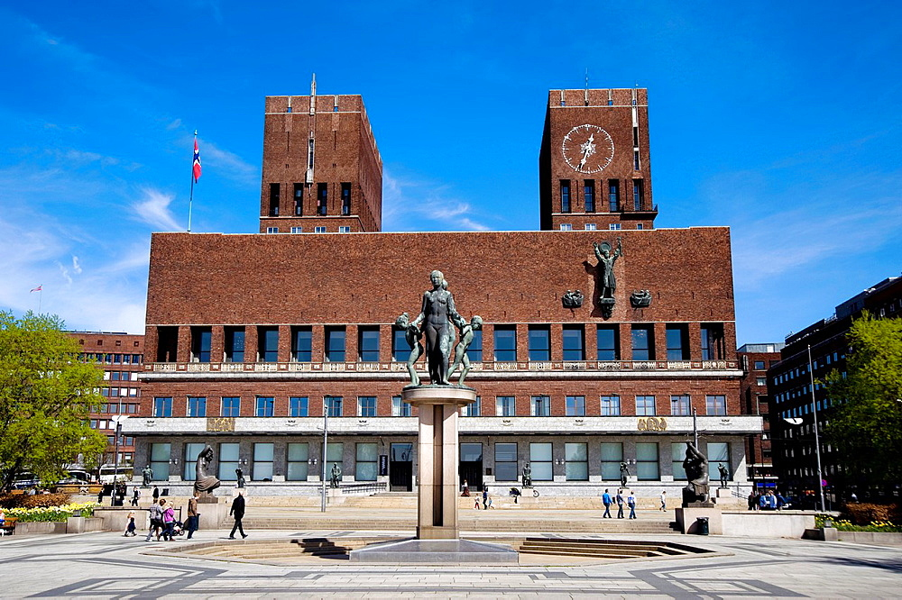 City town hall of Oslo, Norway. Taken on summer 2010. - 817-472319