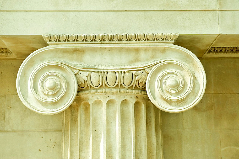 Corinthian antique column In an interior British museum. - 817-472323