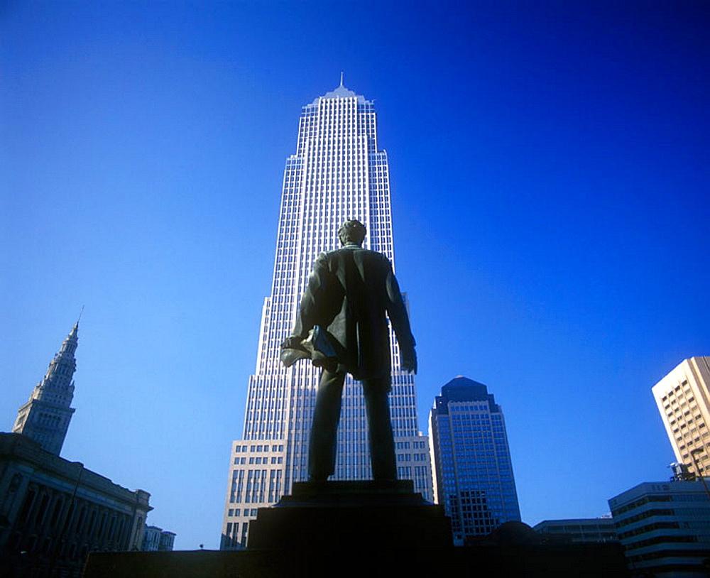 Lincoln statue, Memorial square, Cleveland, Ohio, USA.