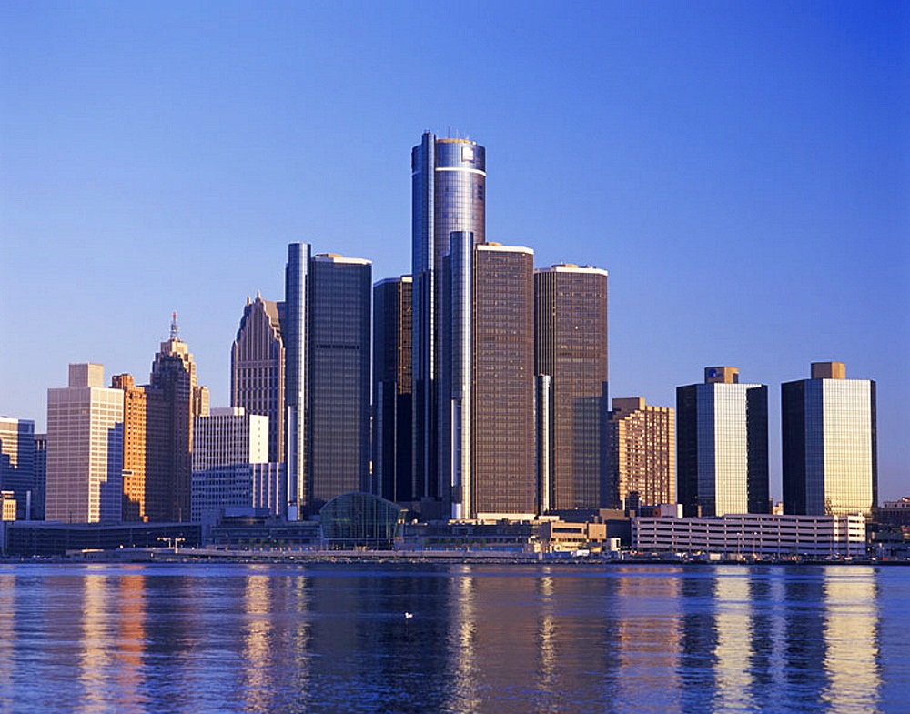 Renaissance center, downtown skyline, Detroit, Michigan, USA.