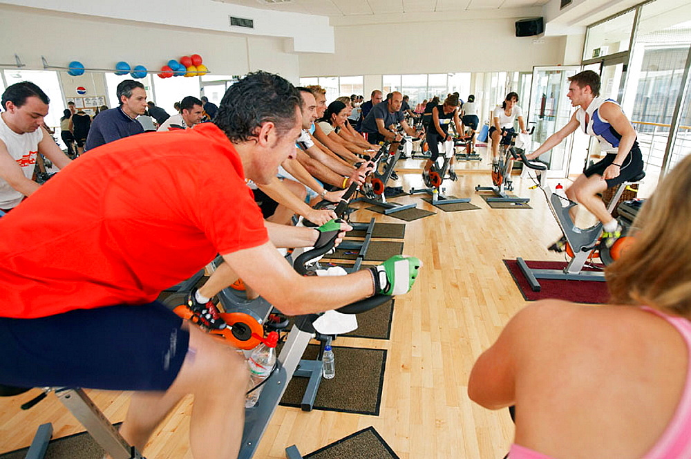 Spinning, training program for cardiovascular work and toning up in exercise bicycle, Real Club de Tenis de San Sebastian, Gipuzkoa, Euskadi.