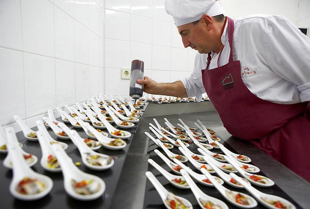 Preparing canapes, Anchovies, Divinus Catering, San Sebastian, Donostia, Gipuzkoa, Euskadi, Spain.