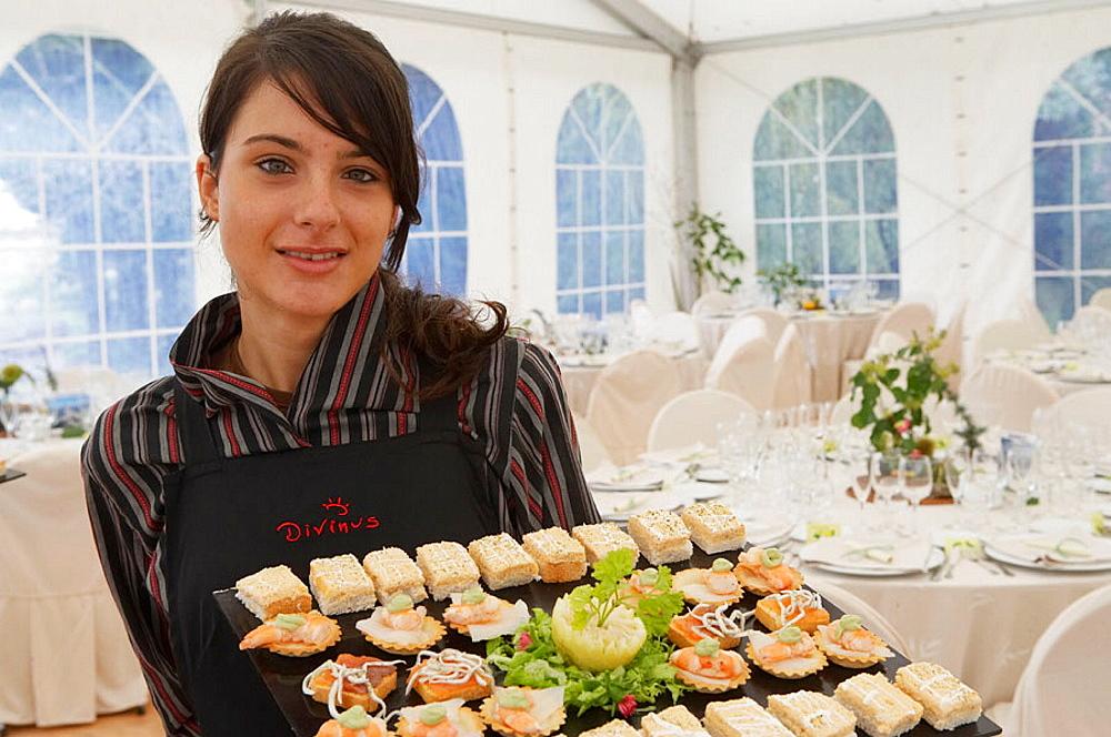 Serving canapes, Tent for a wedding celebration, Divinus Catering, San Sebastian, Donostia, Gipuzkoa, Euskadi, Spain.