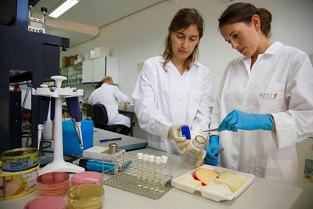 Microbiology laboratory, Microbiological tests of food, cheese, AZTI-Tecnalia, Technological Centre specialised in Marine and Food Research, Sukarrieta, Bizkaia, Euskadi, Spain.