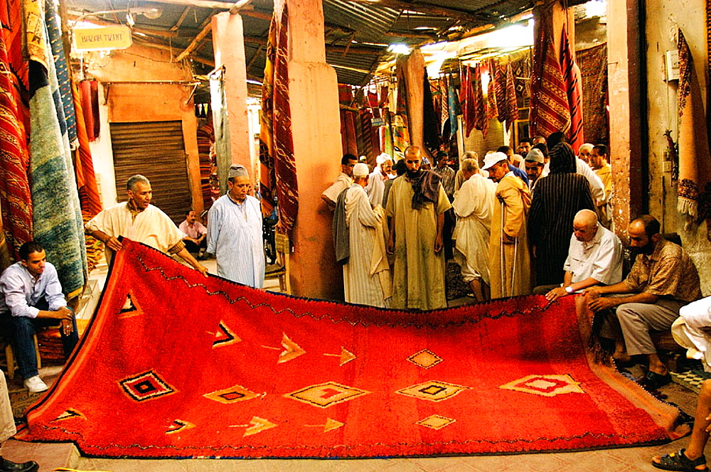 Carpets auction in souk, Marrakesh, Morocco - 817-68714
