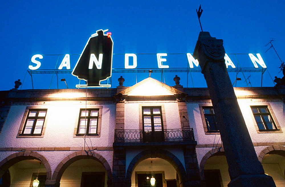 Sandeman cellars (founded in 1790 and housed in a former 16th century convent), Vila Nova de Gaia, Porto district, Portugal, Port wine (Vinho do Porto), Portugal