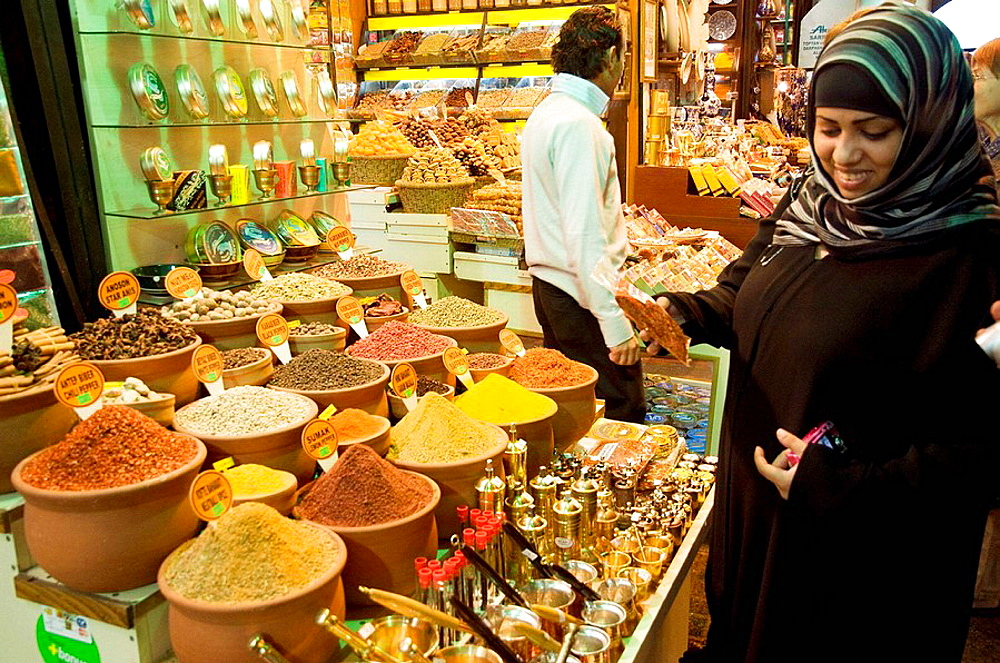 Spices shop in the Misir Carsisi (Egyptian bazaar), Istanbul, Turkey.