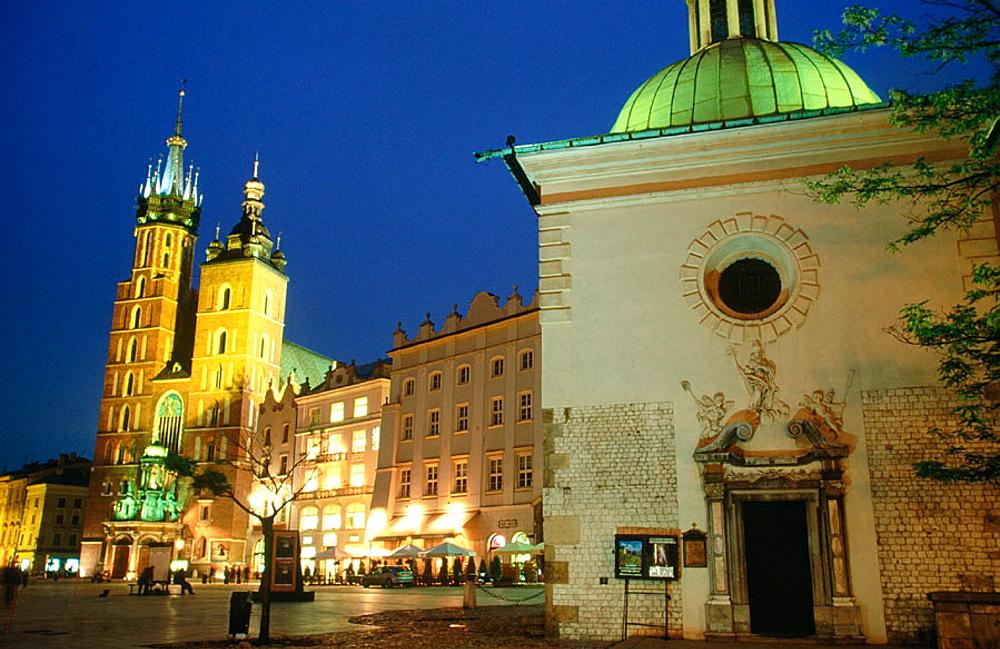 Kosciol Mariacki (St, Mary's Church, B.1220) and Kosciol sw Wojciecha (St, Adalbert's Church), Rynek Glowny, Krakow, Poland