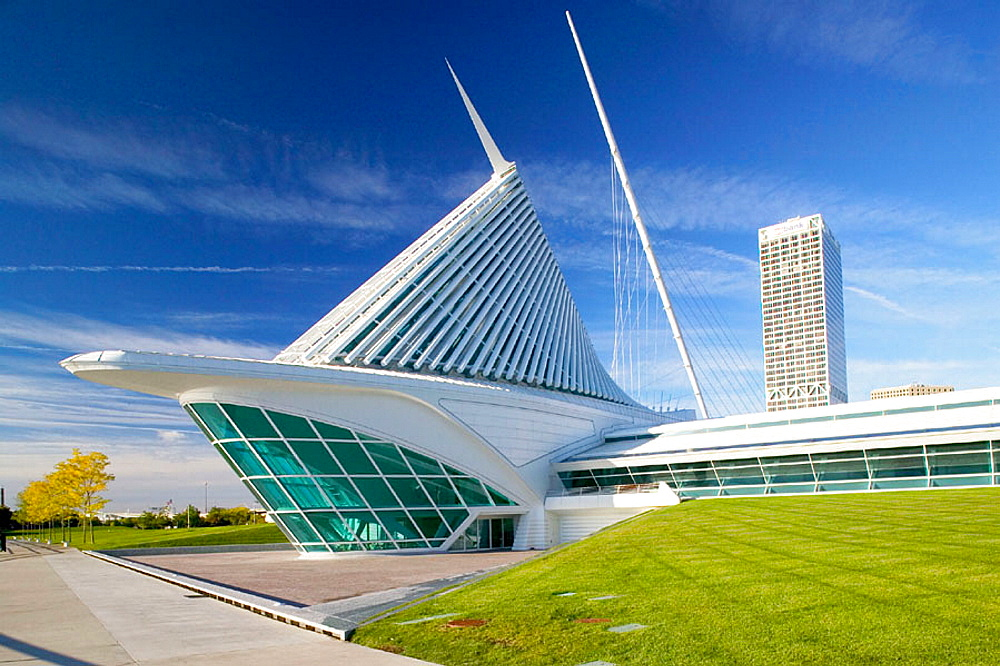 New wing of Milwaukee Art Museum by architect Santiago Calatrava, Milwaukee, Wisconsin, USA