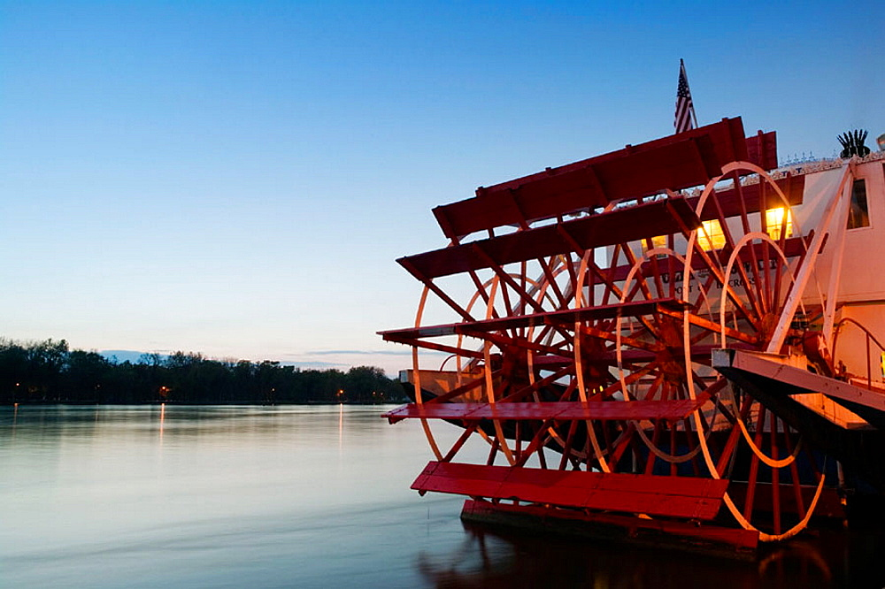 Paddlewheel Riverboat 'Julia Belle Swain' on the Mississippi River, Evening, La Crosse, Mississippi River Valley, Wisconsin, USA.