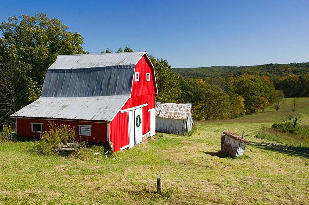 Red barn, Indiana Farm Country, Nashville, Indiana, USA.