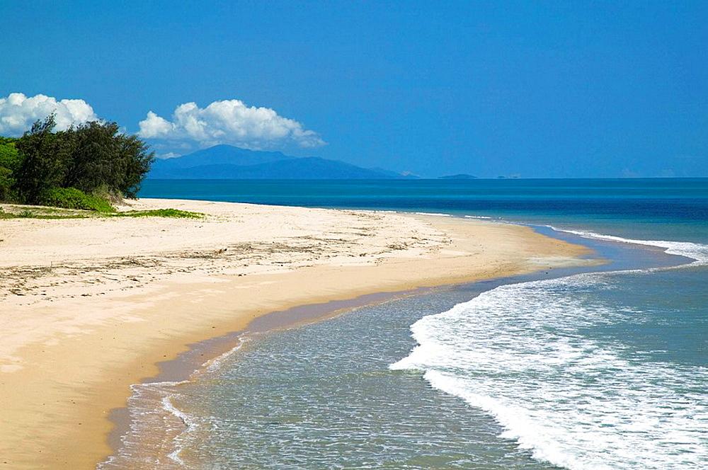 AUSTRALIA - Queensland - NORTH COAST - Oak Beach: Beach View on Trinity Bay