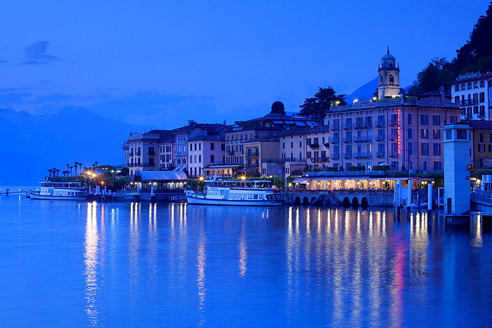 Italy, Lombardy, Lakes Region, Lake Como, Bellagio, town view, evening