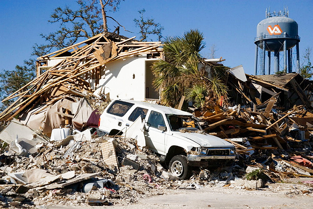 Damage caused by Hurricane Katrina, Gulfport, Mississippi, USA. - 817-93633