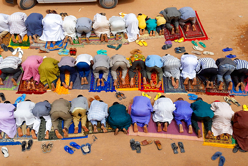 Niger, Agadez, Door of the desert, The Great Mosque build of mud, 16 century, Friday's prayer