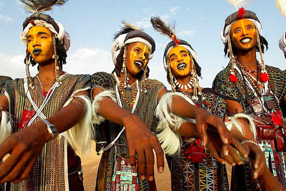 Wodaabe-Bororo men, Gerewol festival, Niger. - 817-97187