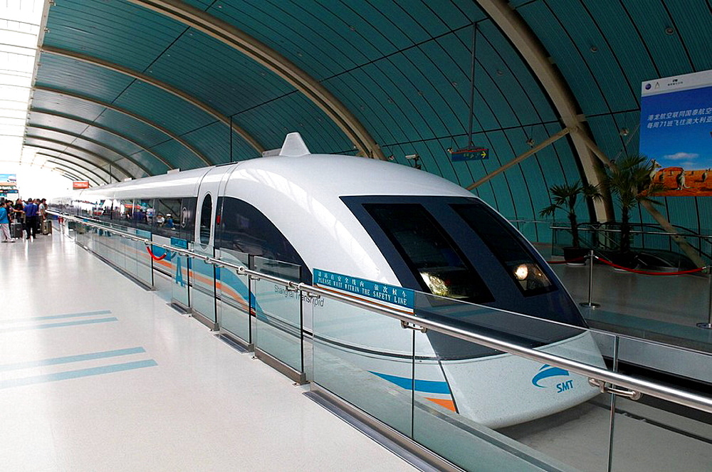 China, Shanghai, magnetic levitation train MagLev (Magnetic Levitation), the train runs 18 miles (30 kilometer) from Pudong International Airport to Shanghai at speeds of up to 430km/hour.