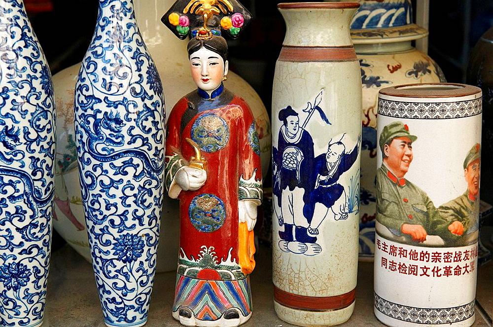 China, Shanghai, Nanshi -old Chinese city-, antique market at Dongtai Lu, Mao souvenirs - 817-97854
