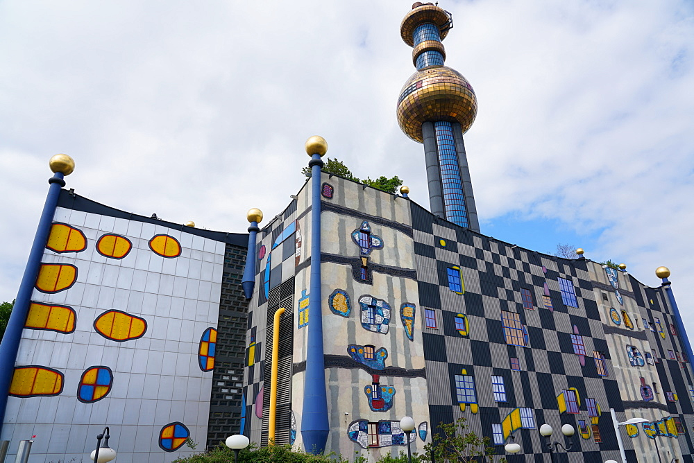The waste incineration plant of Spittelau designed by Friedensreich Hundertwasser, Vienna, Wien, Austria, Europe